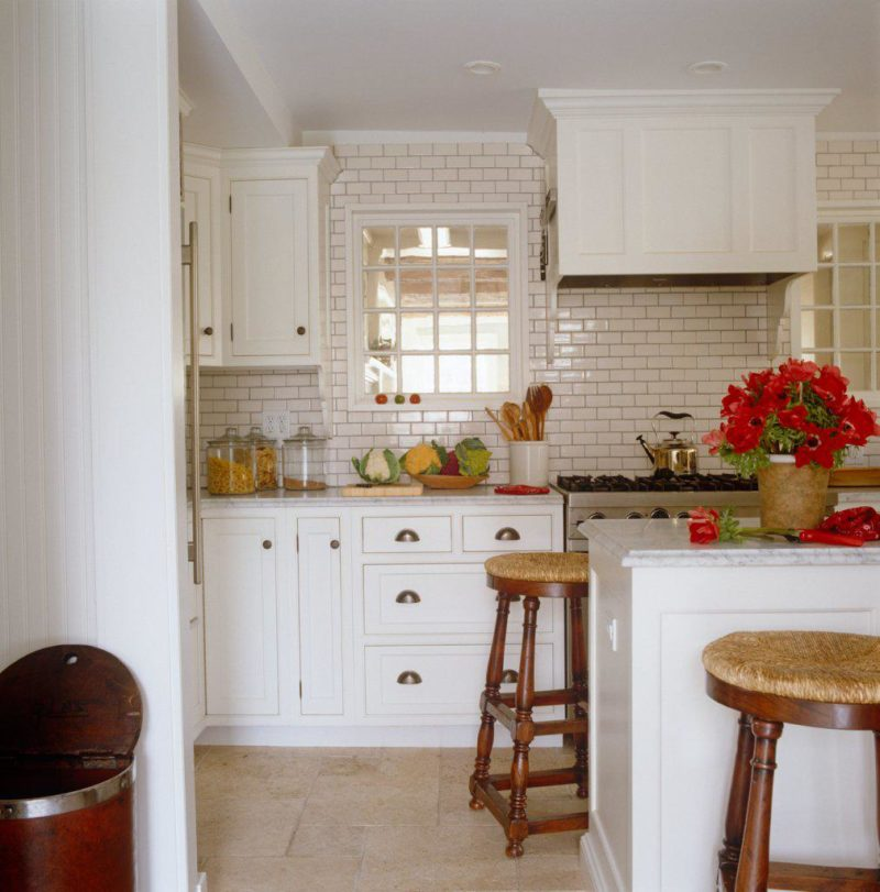 Kitchen Bar East Hampton: Colonial Elegance