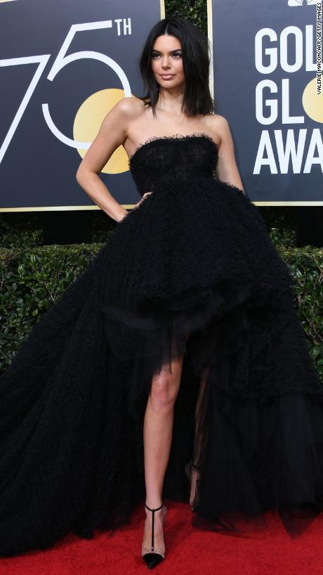 Kendall Jenner arrives for the 75th Golden Globe Awards on January 7, 2018, in Beverly Hills, California. / AFP PHOTO / VALERIE MACON (Photo credit should read VALERIE MACON/AFP/Getty Images)